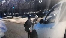 В Ангарске автомобиль сбил двух девочек, перебегавших дорогу на красный свет