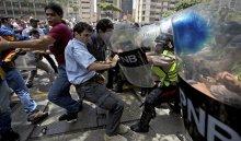 Более 220человек пострадали входе акций протеста вВенесуэле