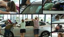 Американка 50часов целовала машину, чтобы выиграть Kia Optima