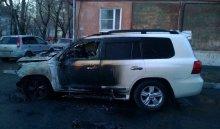 ВИркутске сгорел автомобиль Toyota Land Cruiser
