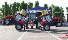 Минский завод отметил день рождения «танцем маленьких тракторят»
