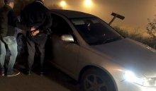 В Иркутске с поличным задержали троих мужчин, пытавшихся угнать автомобиль Toyota Corolla (Видео)