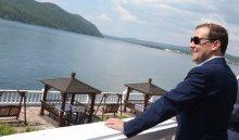 В Иркутск прилетел председатель правительства России Дмитрий Медведев