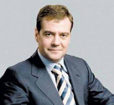 Медведев поручил проверить, на какие деньги чиновники строят себе дворцы за городом