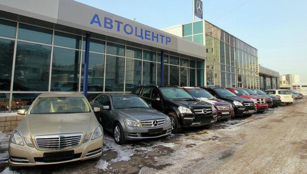 В феврале продажи новых автомобилей в России упали на 38%