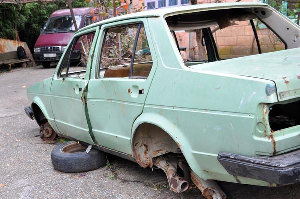 В Смоленской области задержан автослесарь, сдавший машину клиента на металлолом
