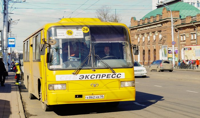 Женщина пострадала при столкновении автобусов в Иркутске