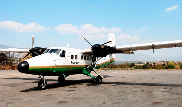 Самолет спассажирами пропал срадаров внепальских Гималаях
