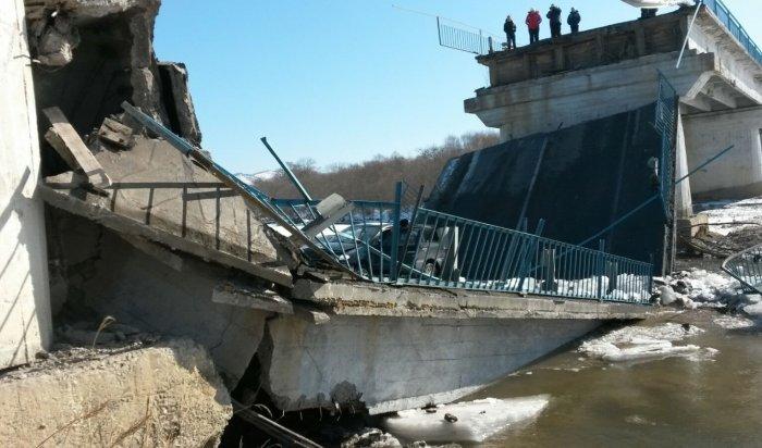ВПриморье из-за водителя грузовика обрушился мост (ВИДЕО)