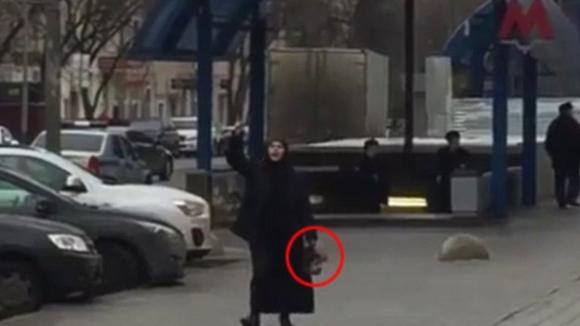 В Москве задержали женщину в хиджабе с отрезанной головой ребенка (ВИДЕО)