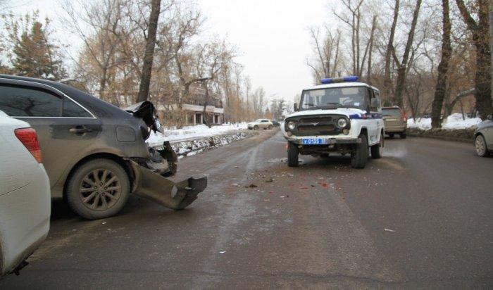 В Иркутске полицейский УАЗ столкнулся с «Тойотой»
