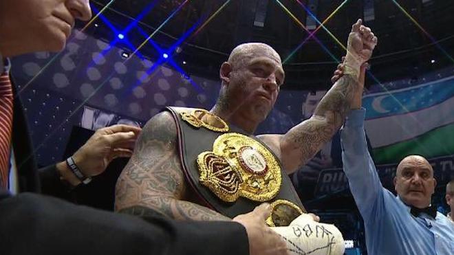 Руслан Чагаев проиграл австралийцу Брауну техническим нокаутом (ВИДЕО)