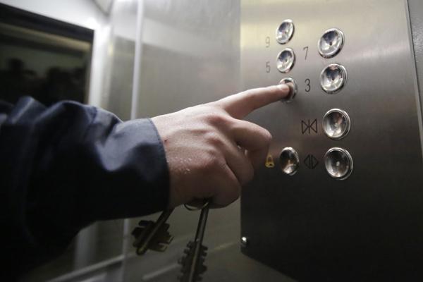 В Иркутской области провели проверку лифтов в многоквартирных домах
