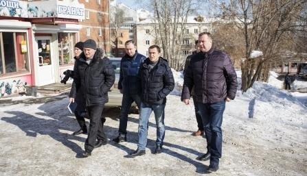 Дмитрий Бердников проверил, как в городе убирают снег на дорогах и во дворах