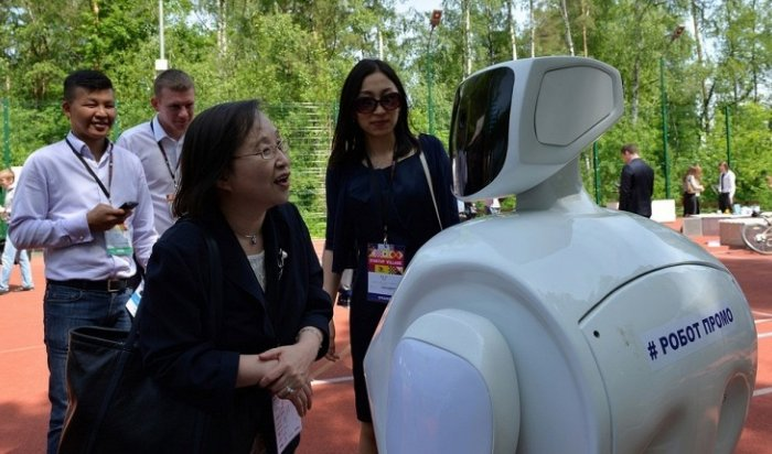 Китай к2017году приобретет уРоссии 100роботов-промоутеров