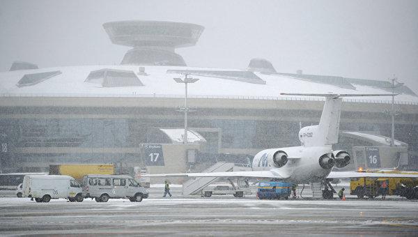 Пассажирский Boeing 737совершил экстренную посадку ваэропорту Внуково