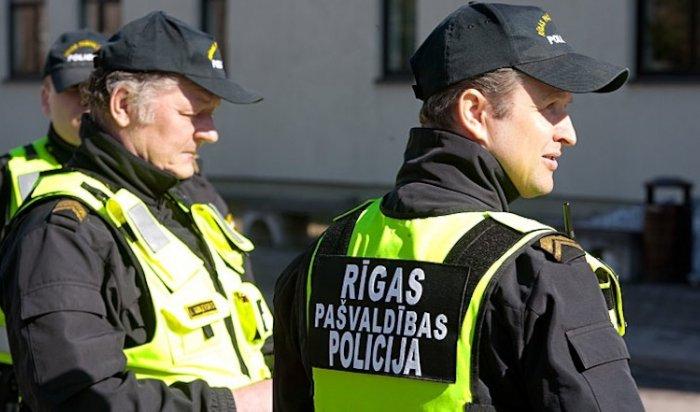 В Риге полицейского проверят за циничные слова об авиакатастрофе в Ростове