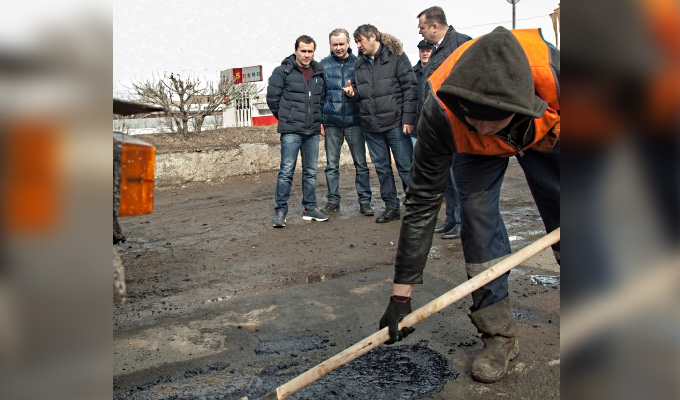 В Иркутске начался ямочный ремонт дорог