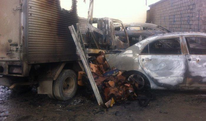 На автостоянке под Иркутском сгорели четыре автомобиля