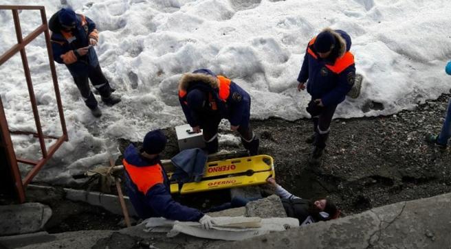 На молодую иркутянку на набережной в Листвянке упала металлическая лестница