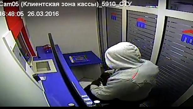 Неудачное ограбление банка «Восточный» вИркутске засняли камеры видеонаблюдения (Видео)