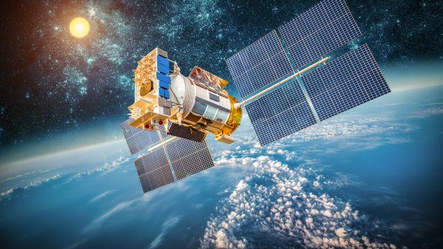 НаУкраине предложили брать плату запролет российских спутников