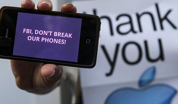 Власти США взломали iPhone террориста без помощи Apple