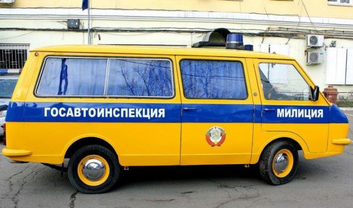 ВИркутске полицейские отреставрировали милицейский автомобиль для участия вфестивале