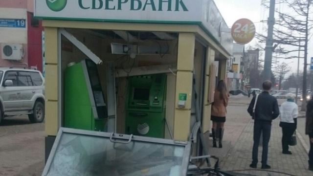 Неизвестные в Южно-Сахалинске пытались взорвать банкомат
