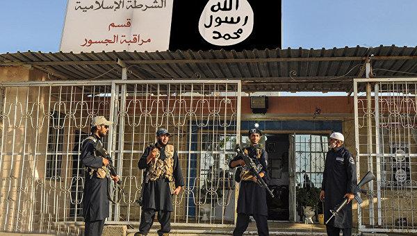 Боевики ИГИЛ применили химоружие при атаке наавиабазу вДейр-эз-Зоре