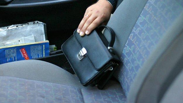 В Иркутске задержаны «барсеточники», обокравшие две машины