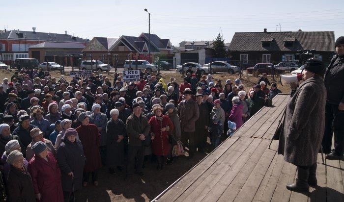 В Зиме прошел митинг против врачей Зиминской городской больницы,  где умер мэр города