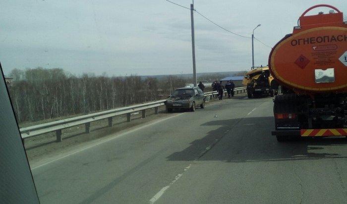 Три автомобиля столкнулись на трассе в Усольском районе