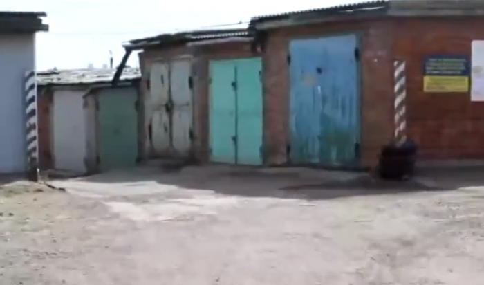 В Иркутске двое мужчин похитили знакомого и приковали его цепями в гараже