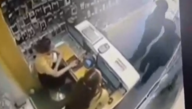 В Иркутске ограбили салон сотовой связи на улице Розы Люксембург