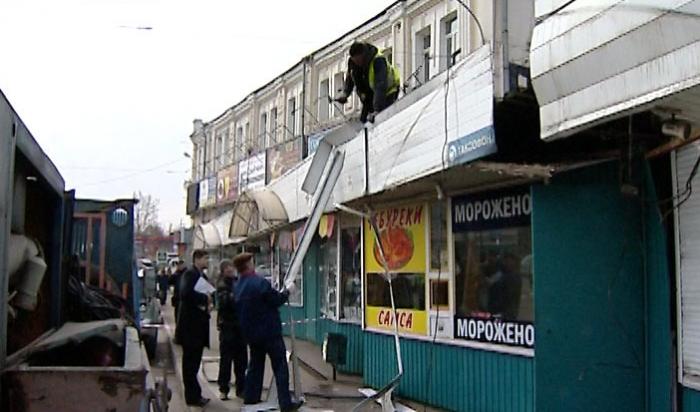 Возле ж/д вокзала вИркутске начали сносить киоски