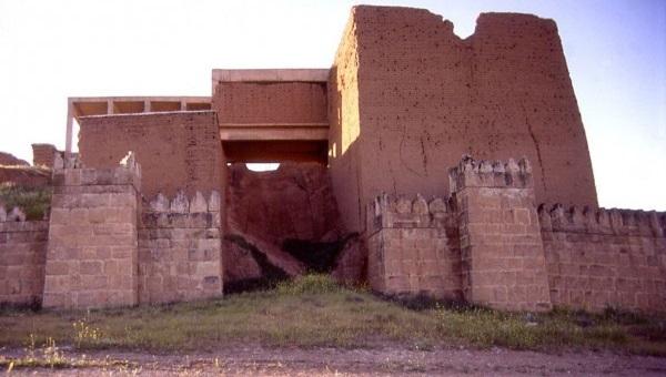 Боевики ИГИЛ взорвали памятник архитектуры «Ворота Бога» вМосуле