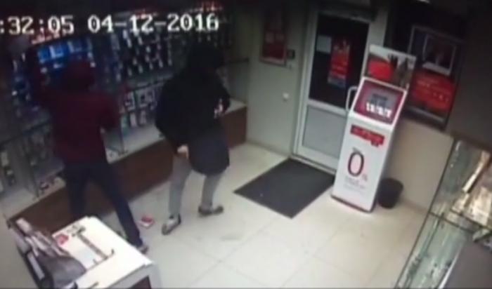 В Иркутске неизвестные преступники ограбили салон сотовой связи