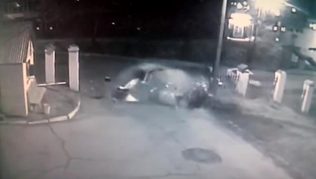 В Иркутске задержан пьяный водитель, который снес бетонное ограждение возле детской больницы