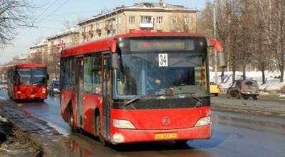 В Казани водители пассажирских автобусов устроили разборку на дороге