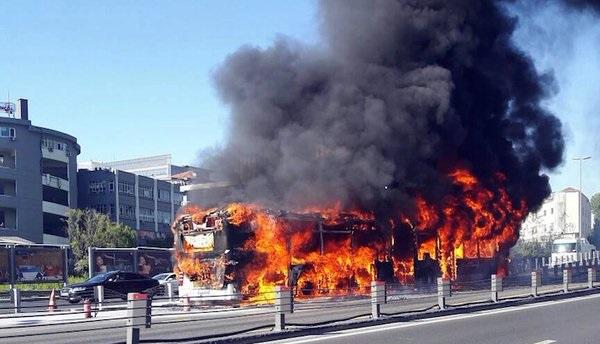 Вцентре Стамбула взорвался неисправный автобус
