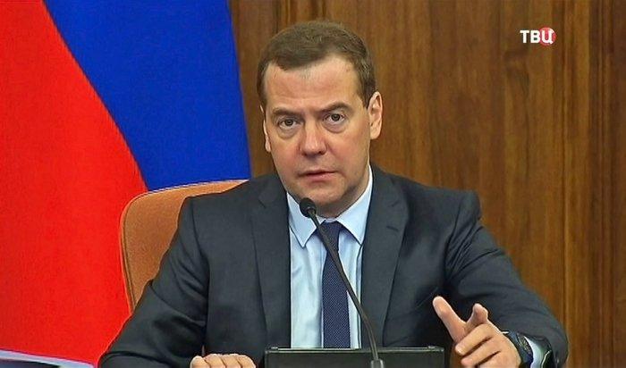 Медведев призвал ужесточить миграционное законодательство