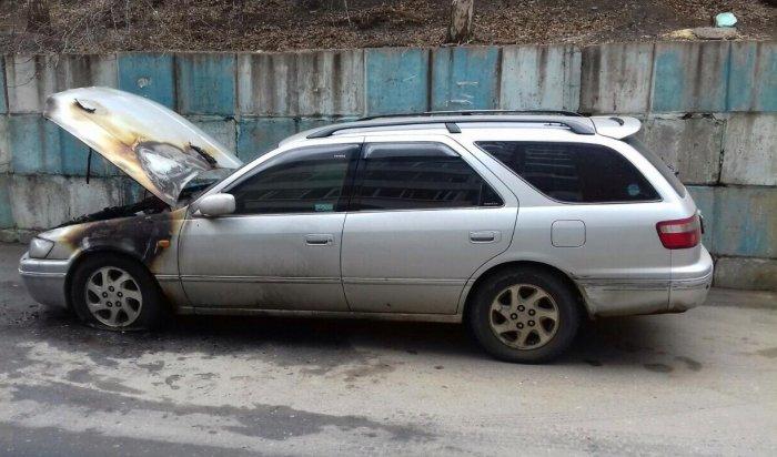 В микрорайоне Университетском горел автомобиль Toyota Camry Gracia