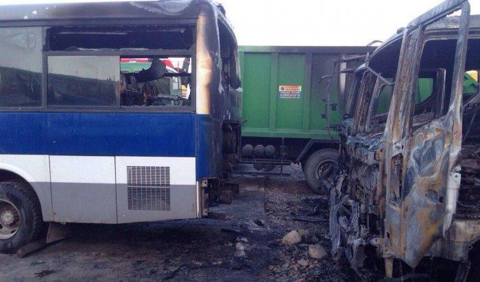 В Иркутске ночью 21 апреля сгорели семь автомобилей