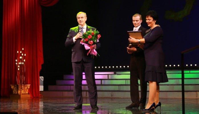 Сергей Левченко подарил Иркутскому музыкальному театру сертификат на 2 миллиона рублей