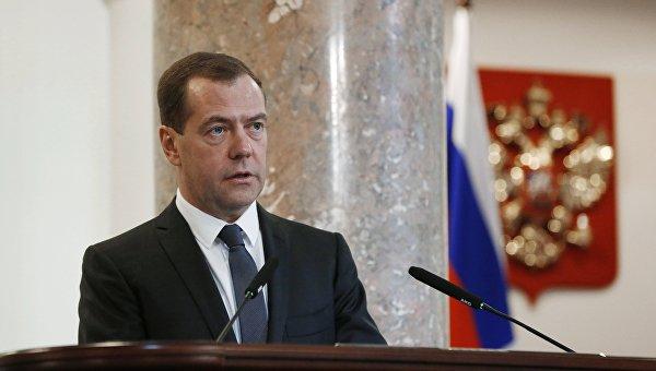 Медведев предложил создать комиссию поулучшению госуправления