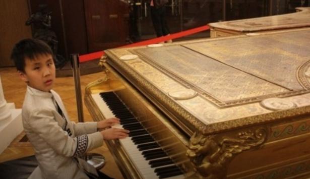 Cлепой мальчик из Бурятии стал лучшим юным композитором в России