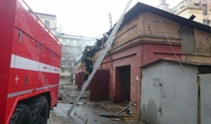 ВИркутске наулице Марата горели гаражи вместе смашинами