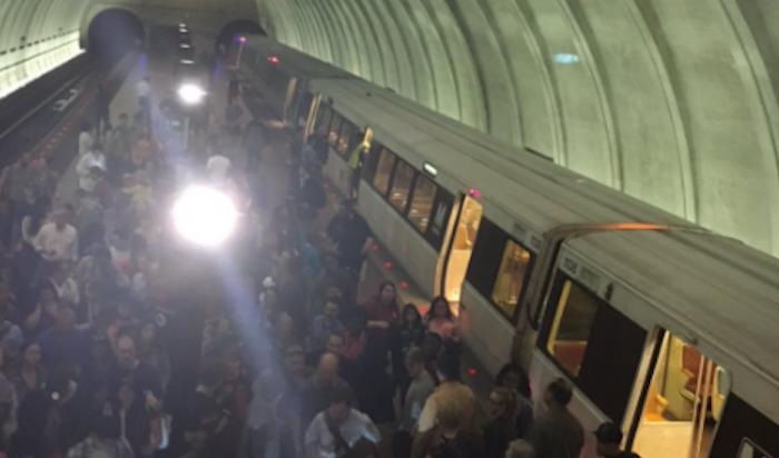 В вашингтонском метро произошло сильное задымление