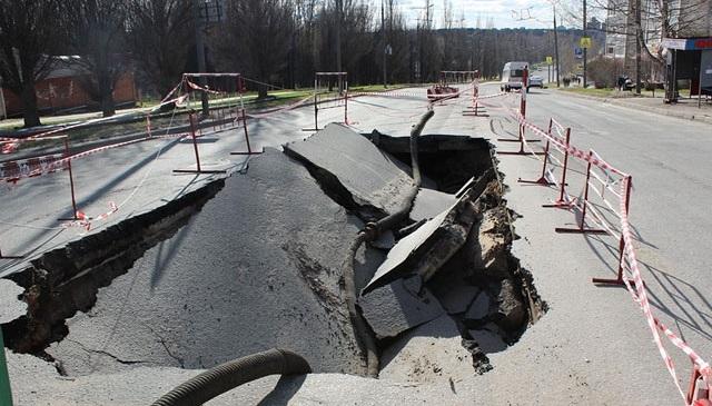 Перед приездом Путина в центре Йошкар-Олы провалилась дорога